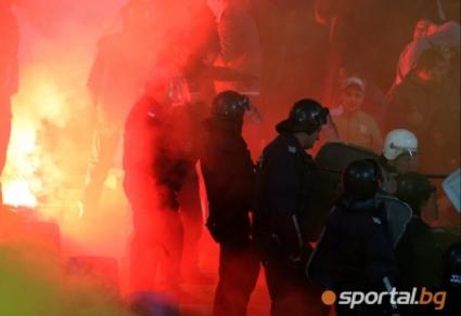 """БФС поставили изрично условие да няма полицаи в стадиона - боят в сектор """"Б"""" бил между две БГ агитки"""