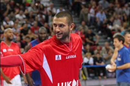 Лукойл Академик стартира сезона с категорична победа