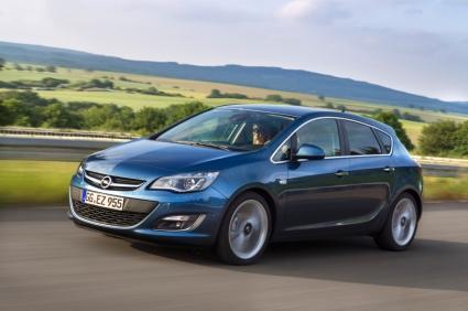 """Opel Astra с новия """"шептящ"""" дизел вече и на българския пазар"""