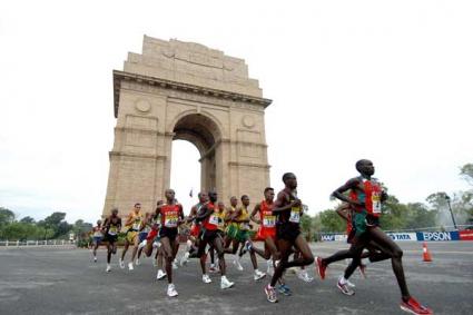 След съдийски гаф атлети финишират маратон с автобус
