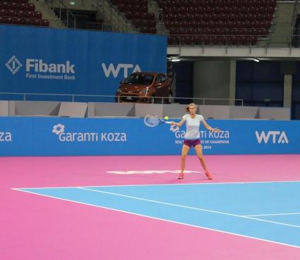 Пиронкова преодоля снега и тренира в София