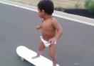 Феноменален скейтър в памперс (видео)