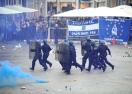 Тежки сблъсъци преди Лил - Евертън, полицията използва сълзотворен газ и гумени куршуми (галерия)