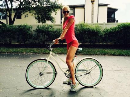 Клишина е секси и на колело
