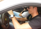 Кристиано блести с бяло Ферари (видео)