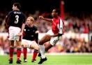 Вижте как играч на Арсенал се опитва да повтори легендарен гол на Тиери Анри (видео)