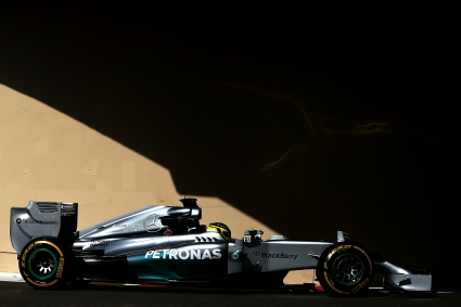 Мерцедес най-бързи на тестовете в Абу Даби, двигателят на Хонда отново се развали
