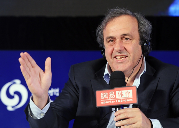 Мишел Платини: Оставката на Майкъл Гарсия е още един провал за ФИФА