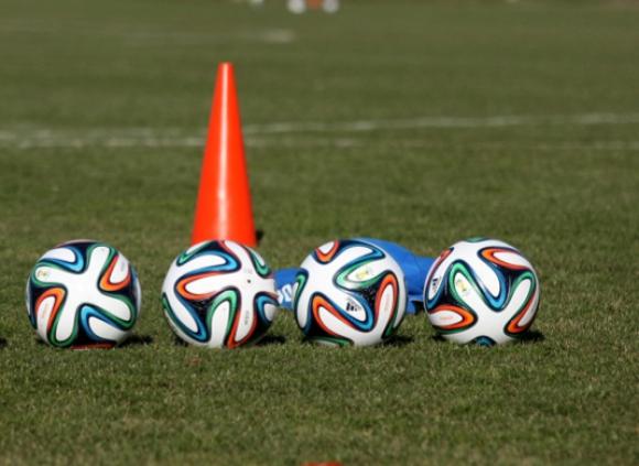 Три тима спечелиха своите групи на турнира за Купата на Бургас