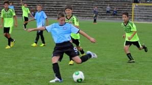 Скаут на Арсенал хареса осем деца от софийски футболни школи