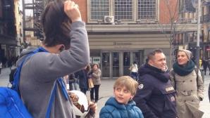 Кристиано с перука и мустаци в центъра на Мадрид (видео)