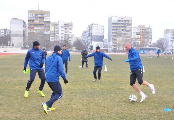 Футболистите на Черно море разнообразиха тренировките си с джитбол