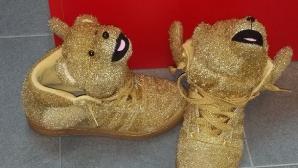 На кого са тези грозни обувки?