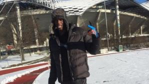 Болт тренира на сняг