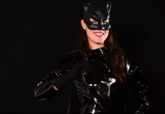 Ана като Жената котка (видео)