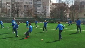 Гонзо учи на футбол малките левскари