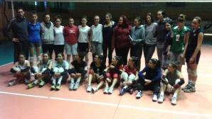 Волейболистките на Казанлък подкрепиха болна жена