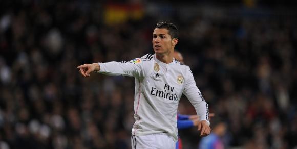 Кристиано е на гол от Раул срещу Барса