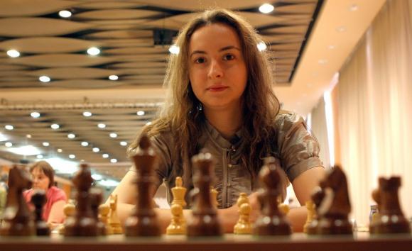 Антоанета Стефанова завърши реми, утре играе за победата