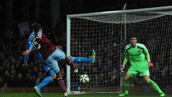 """Съндърланд капитулира в 88-ата минута на """"Болейн Граунд"""" в дебюта на Адвокаат"""