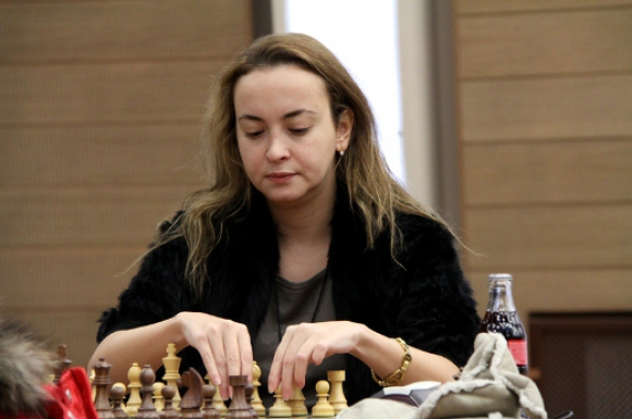 Стефанова се класира за осминафиналите на световното по шахмат