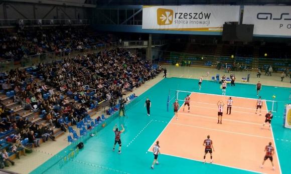 Уникално! 2500 зрители гледаха тренировката на Ники Пенчев и Ресовия в Жешув (ВИДЕО)