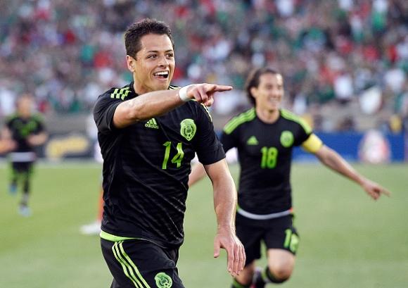 Влюбеният Чичарито носи победа на Мексико