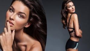 Вратар засипал новата Мис Чехия с голи снимки