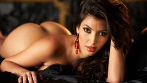 Книгата на Ким: селфита и голи снимки (галерия)