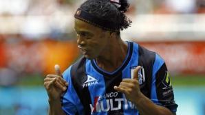 Роналдиньо остава във футбола