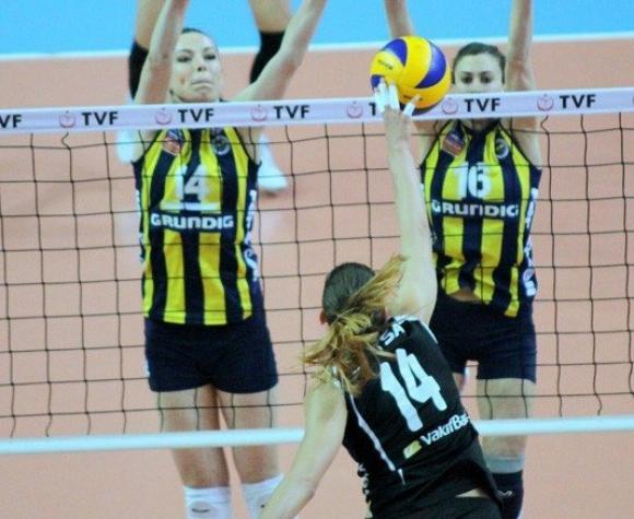 Ели Василева с 12 точки, Вакъфбанк с първа загуба на финалите в Турция след 0:3 от Абонданца и Фенербахче (ВИДЕО)