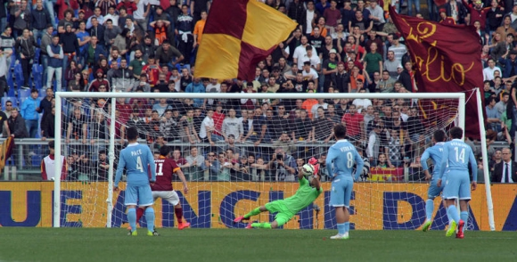 Любимец на Гарсия подари на Рома първия финал срещу Лацио