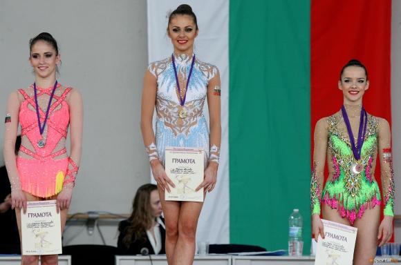 Мария Матева спечели три златни и един бронзов медал на финалите на отделните уреди