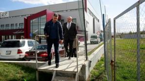 Министър Кралев инспектира спортната база в Сливница