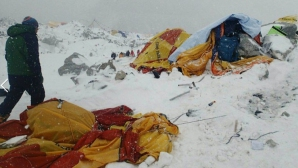 Българин с трите си деца в епицентъра на труса в Непал, емоционалният му разказ от базов лагер под Еверест