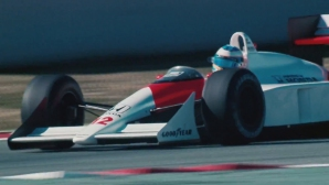 Гледайте Алонсо в болида на Аертон Сена от 1988 г. (Видео)