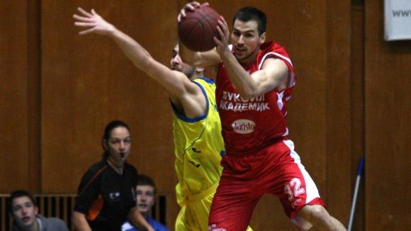 Лукойл изстрада драматичен успех и поведе с 1-0 срещу Балкан