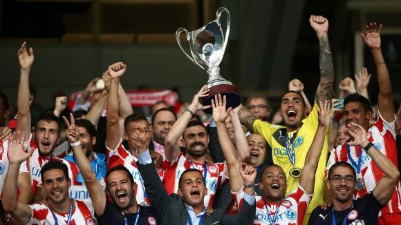 Олимпиакос с рекорден трофей в Гърция