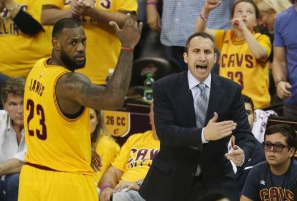 """""""Трипъл-дабъл"""" на Леброн доближи Кливлънд до финал в НБА (видео)"""