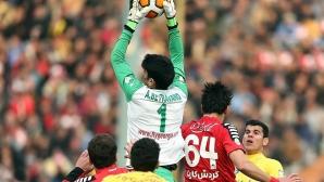Ирански вратар хвърли топката на 60 метра (видео)