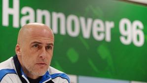 Старши треньорът на Хановер продължи договора си с две години