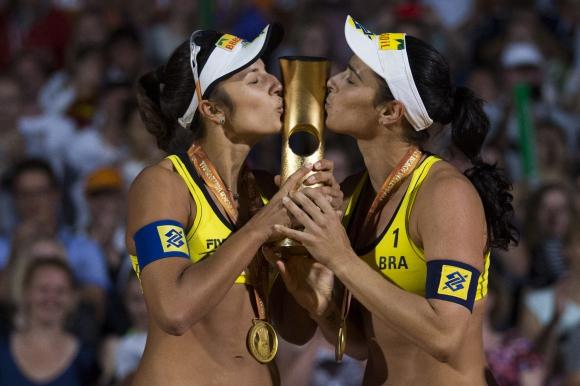 Агата и Барбара са новите кралици на плажа на Мондиал 2015 (ВИДЕО)