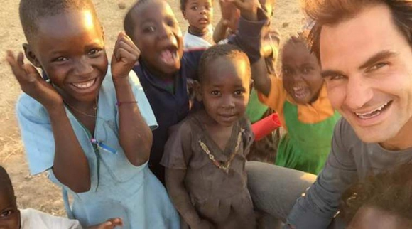 Федерер се отдаде на благотворителна дейност в Африка (видео + снимки)