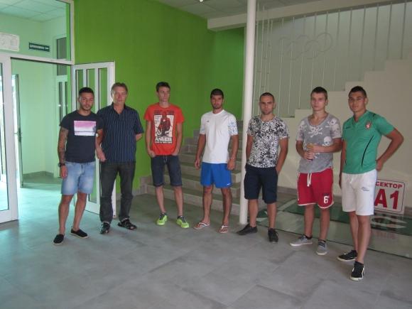 Шестима юноши на лагер с Ботев (Враца)
