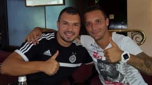 Орлин Старокин надъхва Валери Божинов преди мач от ШЛ в Букурещ
