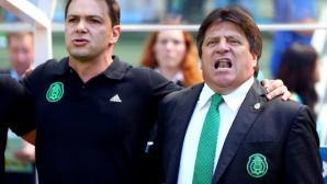 Разследват уволнения треньор на Мексико за политическа агитация