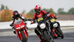 30 мотоциклетисти преминаха първо, трето и четвърто ниво на California Superbike School