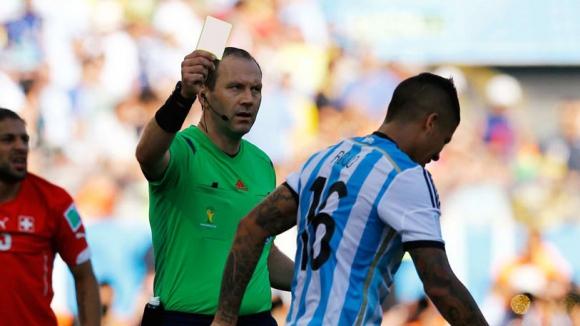 Платини иска да въведе бели картони във футбола