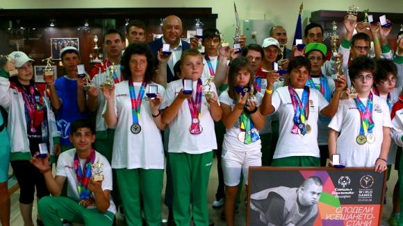 Красен Кралев награди атлетите от Спешъл Олимпикс - България