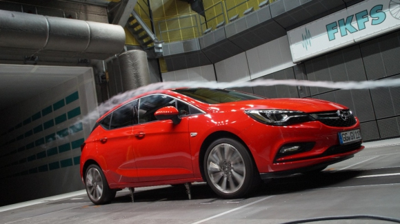 Новият Opel Astra: изключителна аеродинамика за по-добра ефективност (Видео)